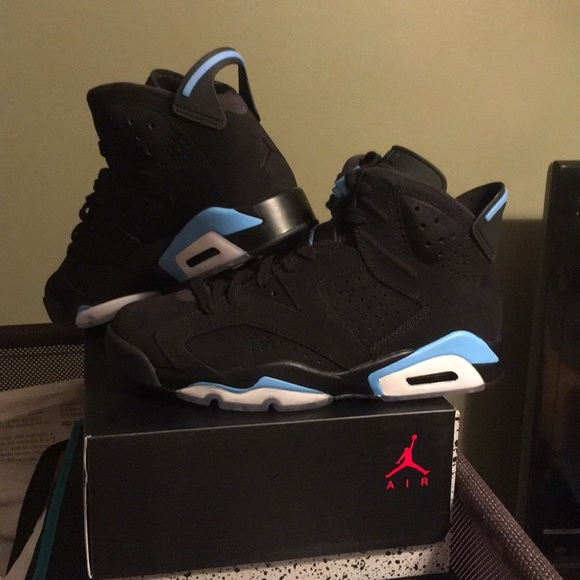 78af52076d2 Black university blue Jordan Retro